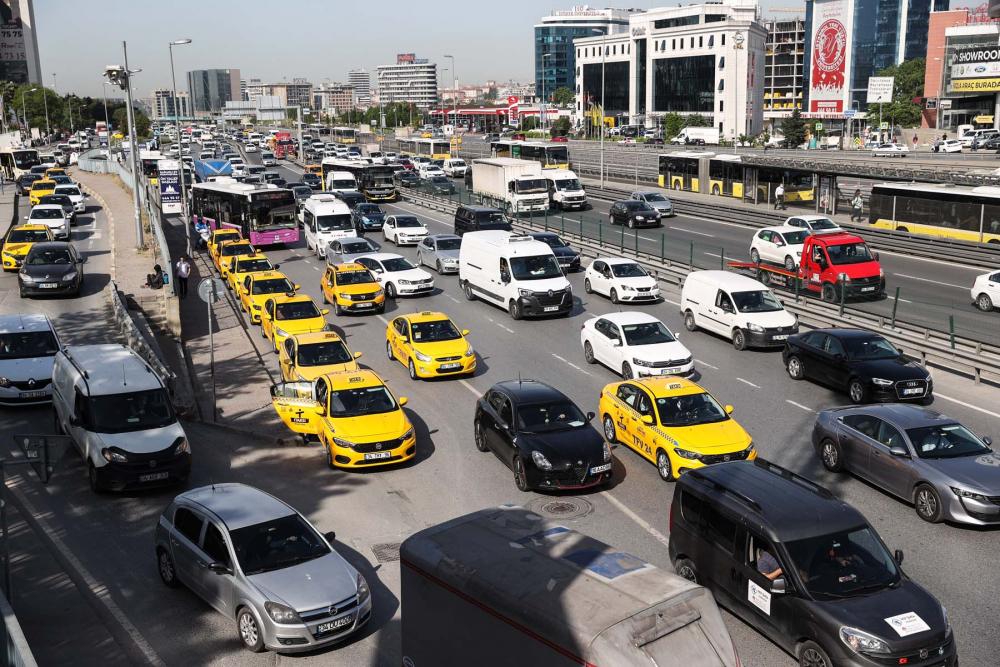 Sokağa çıkma kısıtlaması bitti, İstanbullular İstiklal Caddesine akın etti 9