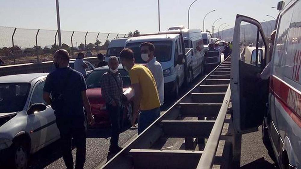 Malatya'da zincirleme trafik kazası! Ortalık savaş alanına döndü: 21 yaralı 1