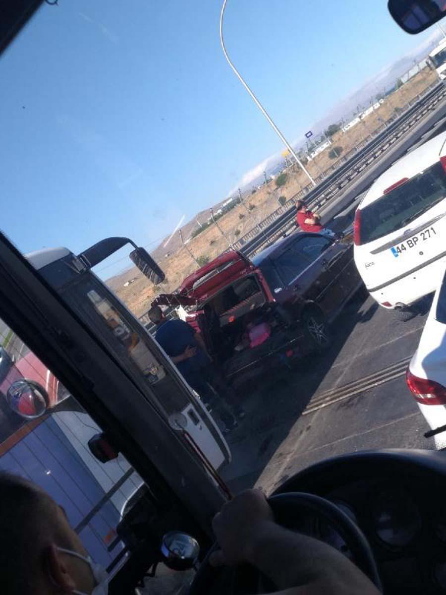 Malatya'da zincirleme trafik kazası! Ortalık savaş alanına döndü: 21 yaralı 6