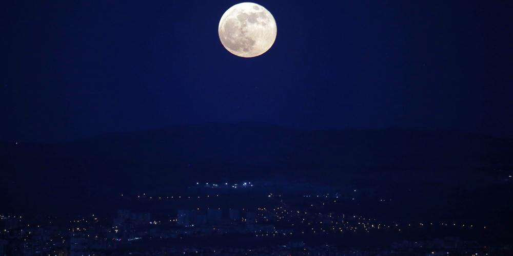 'Süper Ay' İstanbul ve Ankara'dan böyle görüntülendi! 2