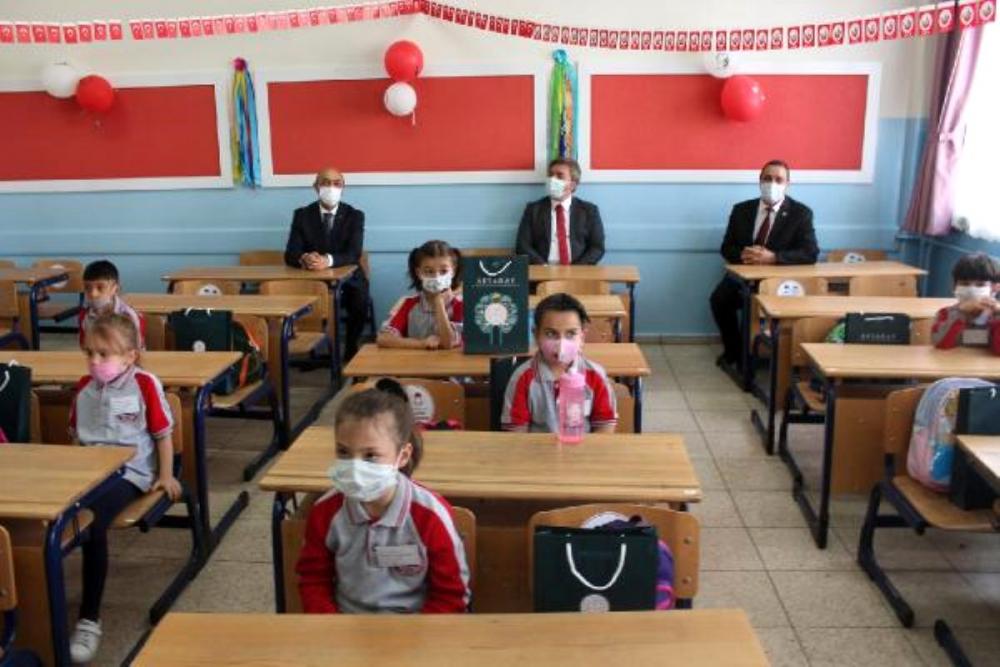 Bilim Kurulu Üyesi Mustafa İlhan'dan yüz yüze eğitim önerisi: Vaka durumuna göre iller bazında olabilir! 10