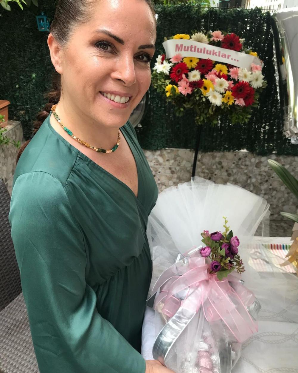 Sevinç Erbulak'tan müjdeli haber: Volkan Cengen ile evleniyor! 6