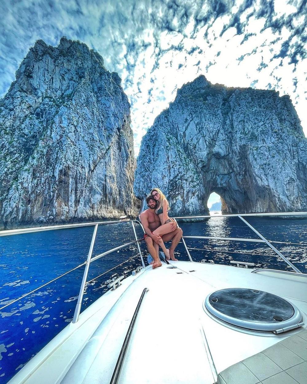 Can Yaman ve Diletta Leotta aşkı dolu dizgin devam ediyor! İkili Capri'de tatilde! 6