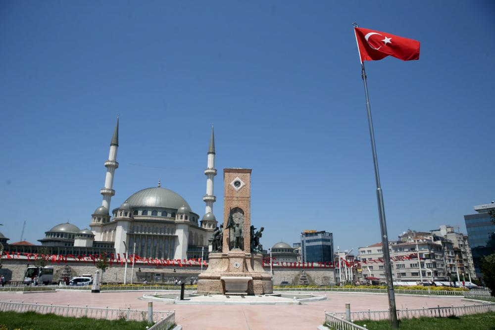 Dün insan kaynıyordu, bugün kimse yok! İşte sokağa çıkma kısıtlamasında İstanbul'dan fotoğraflar 15