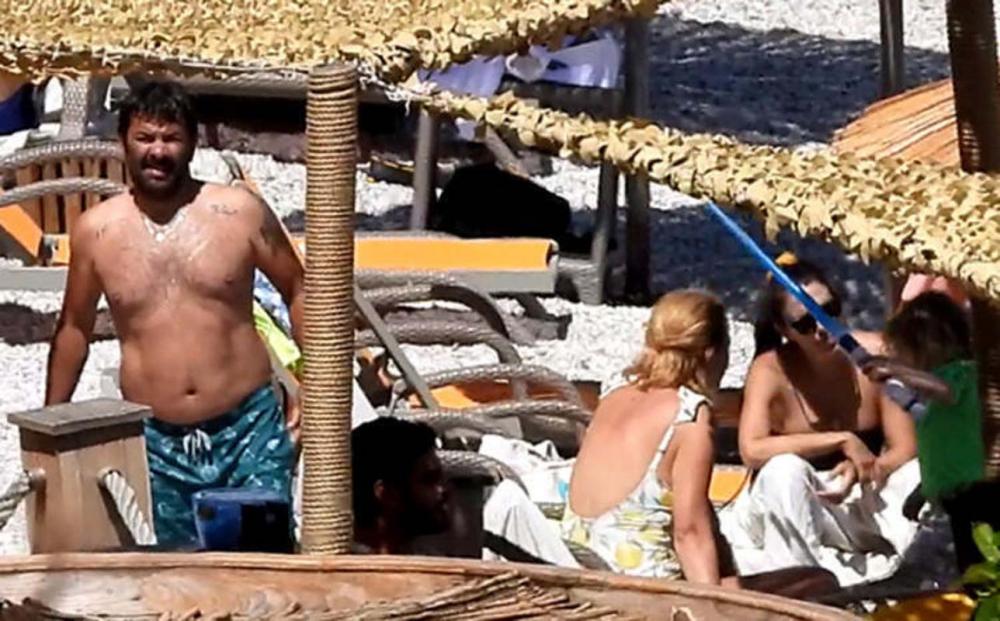 Aşklarıyla herkesi gıpta ettirmeye devam ediyorlar! Ceyda Düvenci eşi Bülent Şakrak'ı öpmelere doyamadı! 2