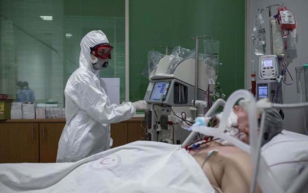 Yüzlerce hastada görüldü! Koronavirüste yeni belirtiler: İşitme kaybı, kangren, mide rahatsızlıkları... 4