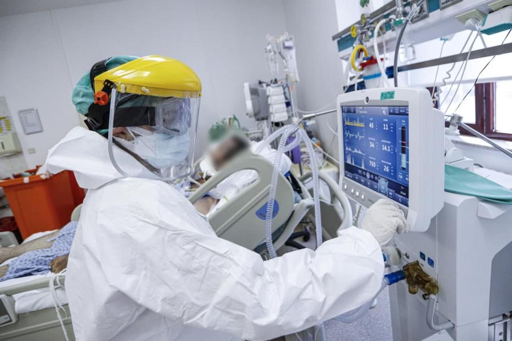 Yüzlerce hastada görüldü! Koronavirüste yeni belirtiler: İşitme kaybı, kangren, mide rahatsızlıkları... 5