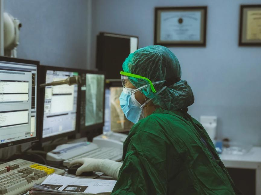 Yüzlerce hastada görüldü! Koronavirüste yeni belirtiler: İşitme kaybı, kangren, mide rahatsızlıkları... 8