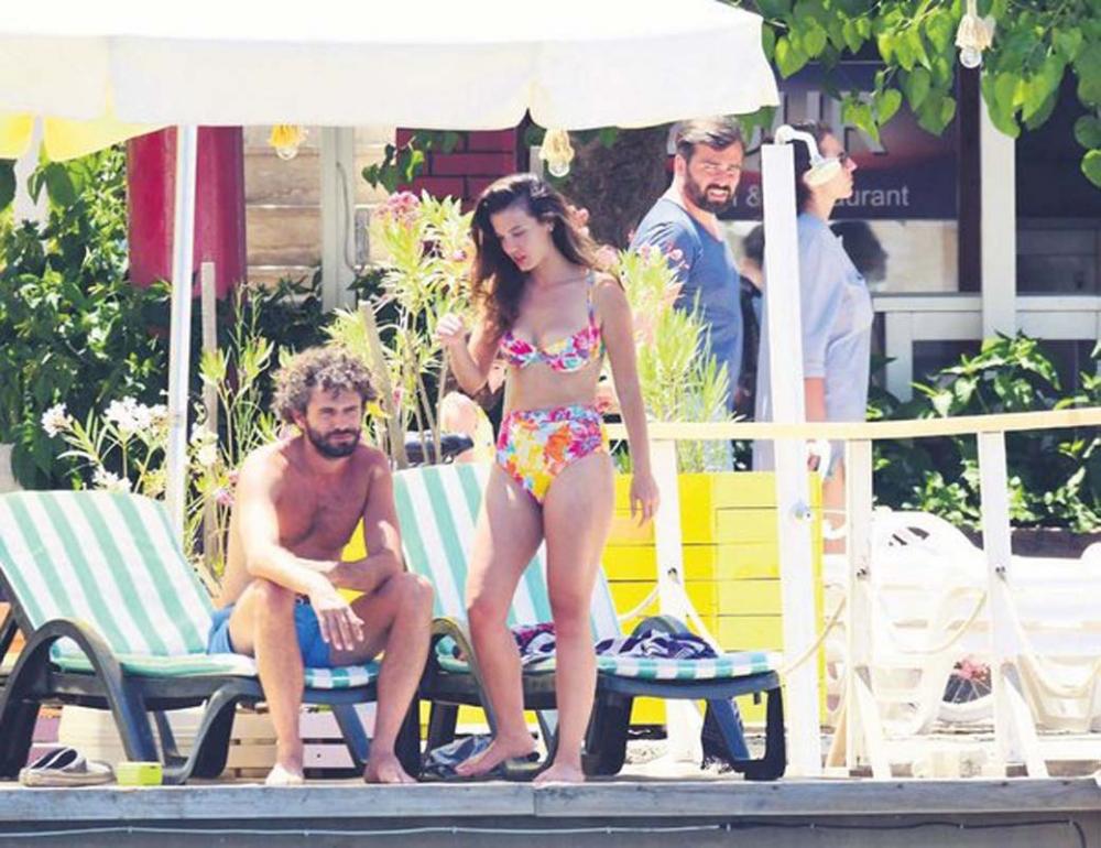 Set aşkı gerçek oldu: Pınar Deniz ve Yiğit Kirazcı aşk yaşıyor! Dudak dudağa görüntülendiler 4