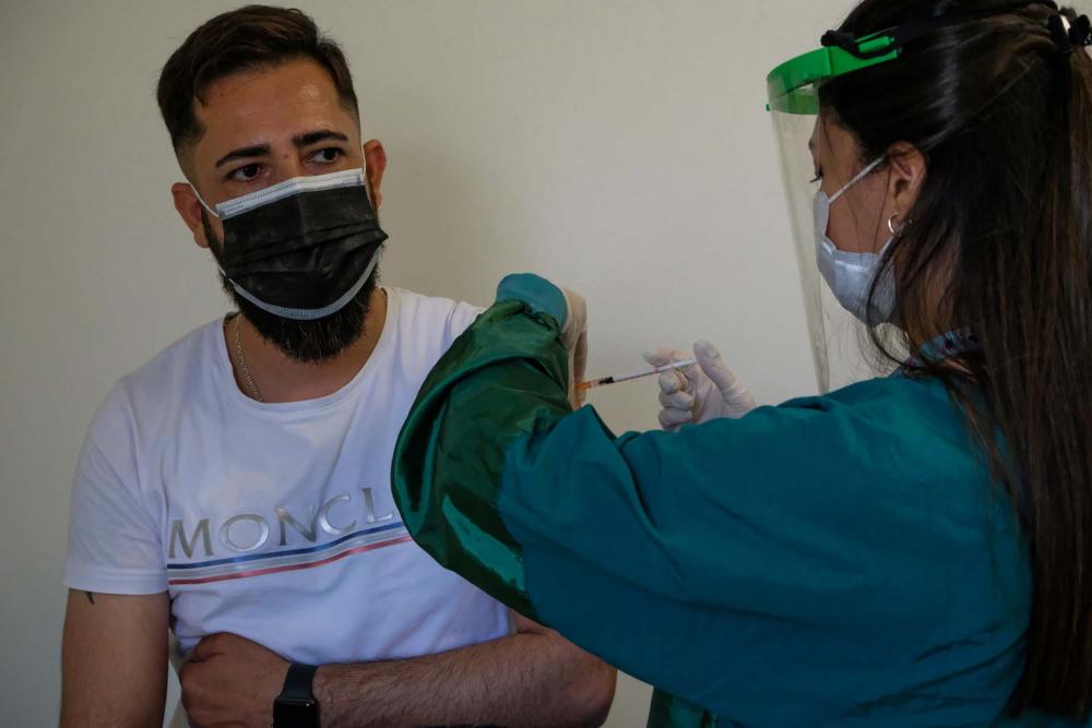 Bakan Koca müjdeyi verdi! Haziran ayında aşılama 20 yaşa inebilir! Sinovac ve BioNTech aşıları geliyor 12