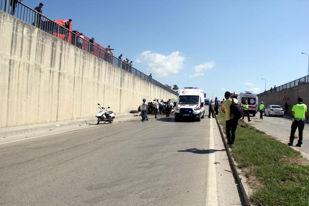Hatay'da can pazarı! İki araç kafa kafaya çarpıştı: 3 ölü, 4 yaralı 2