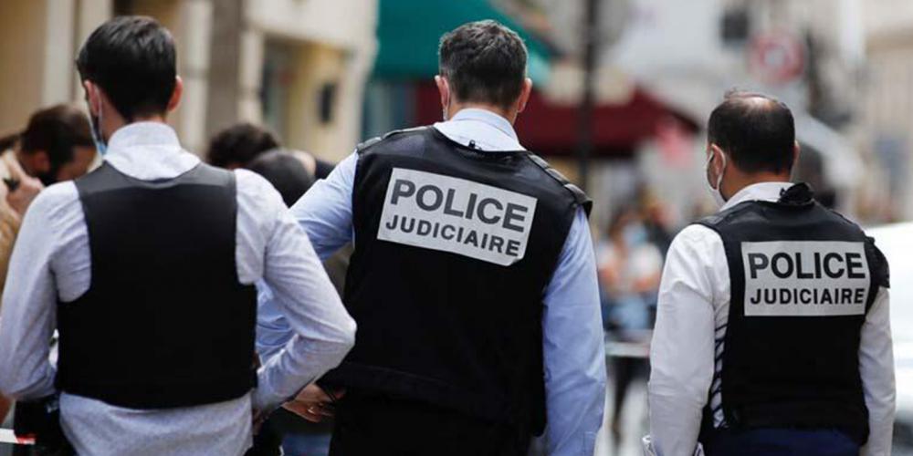 Paris'te silahlı soygun! 2 milyon Euro'luk ziynet eşyalarını alarak kaçtılar 1