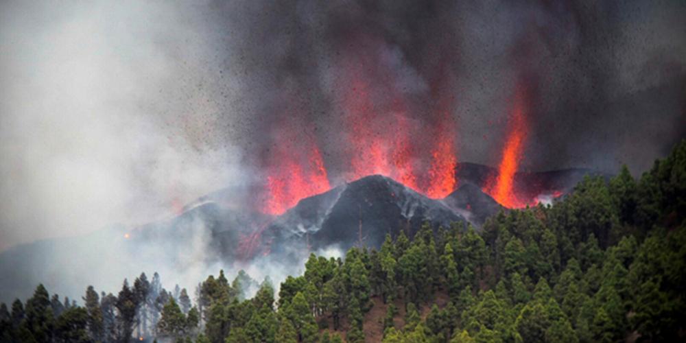 Çok sayıda depremin ardından faaliyete geçti! Kanarya Adaları'nda yanardağ patlaması 1