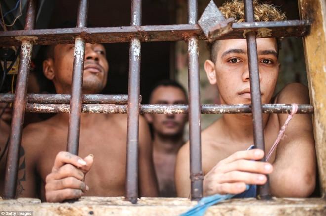 Hapishanede skandal! Erkek mahkumlar kadınlara tecavüz etti 1