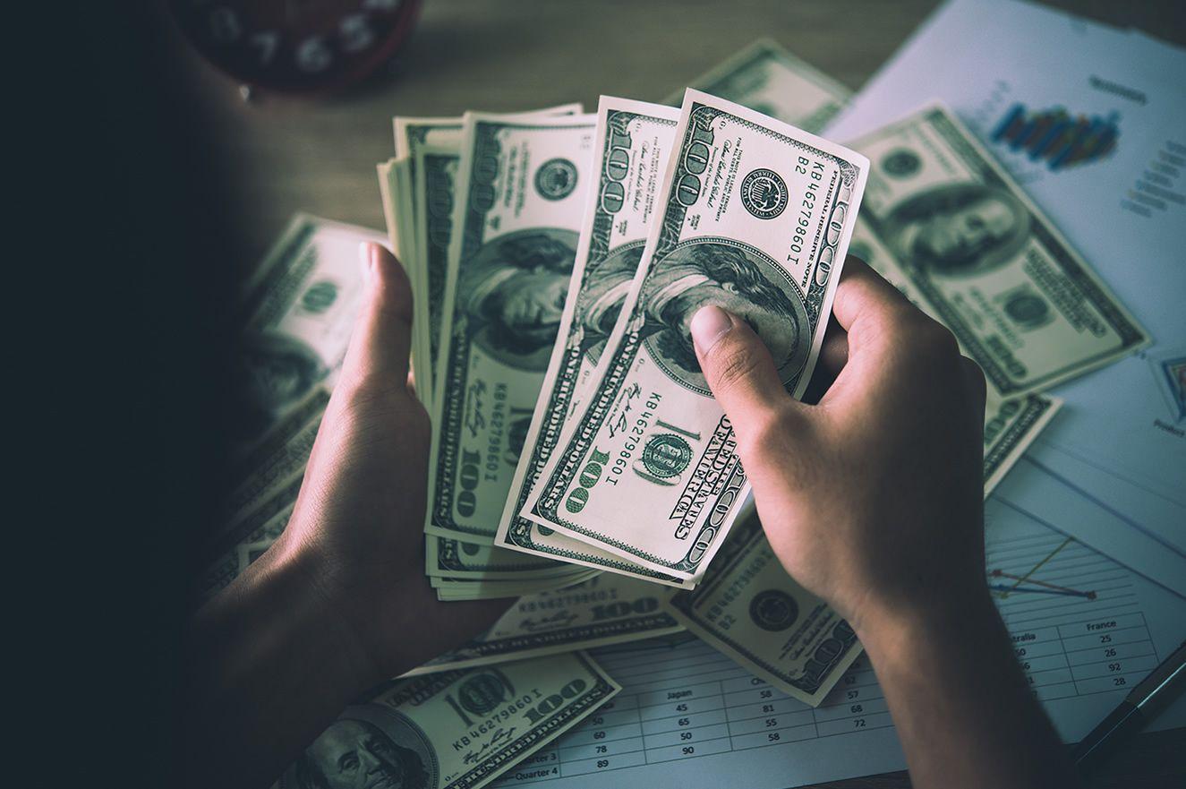 Πόσο είναι το δολάριο;  Πόσο είναι το δολάριο και το ευρώ σήμερα;  Τρέχουσες συναλλαγματικές ισοτιμίες 30 Δεκεμβρίου 2020 Τετάρτη