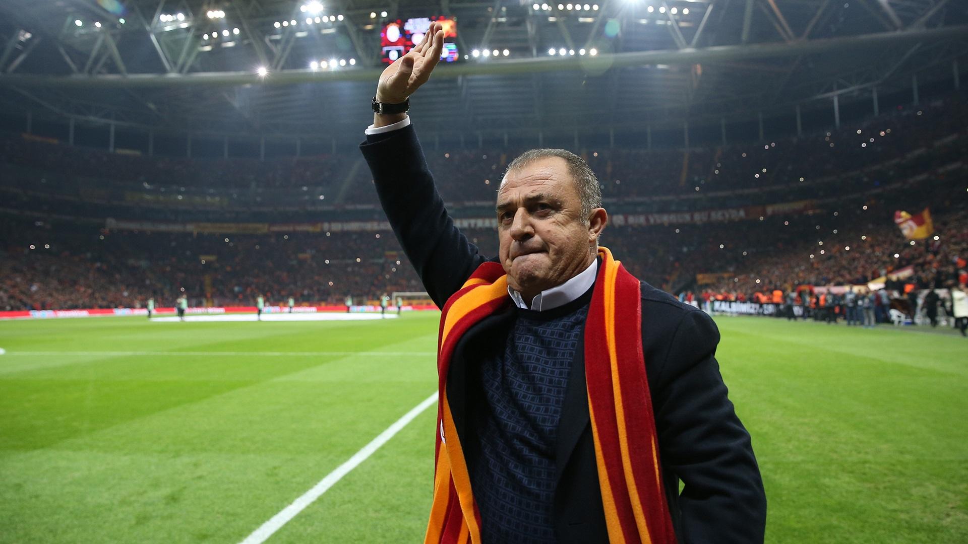 Sosyal medya iddiaları ortalığı karıştırdı! Galatasaray yönetimi Fatih Terim'i görevden mi alacak?