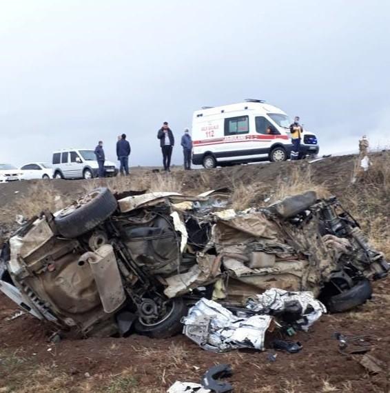 Bingöl'de feci kaza: Araçlar kafa kafaya çarpıştı, ölü ve yaralılar var!