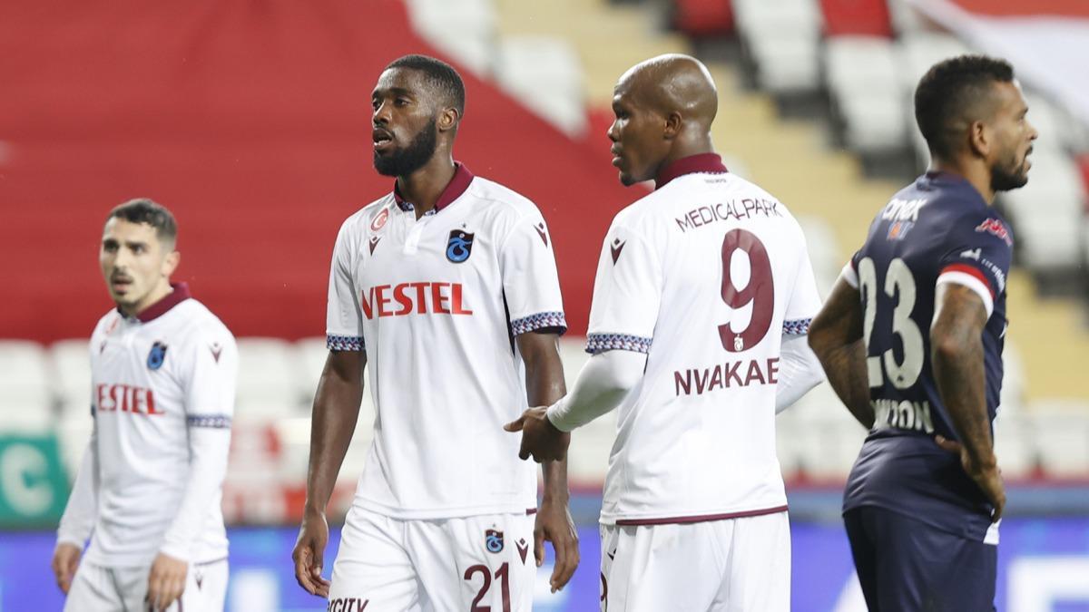 Trabzonspor taraftarından yönetime tepki: Transferler nerede?