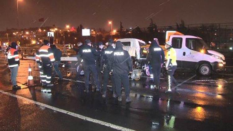 Oto kurtarıcı yol bakım kamyonuna çarptı: 2 kişi hayatını kaybetti