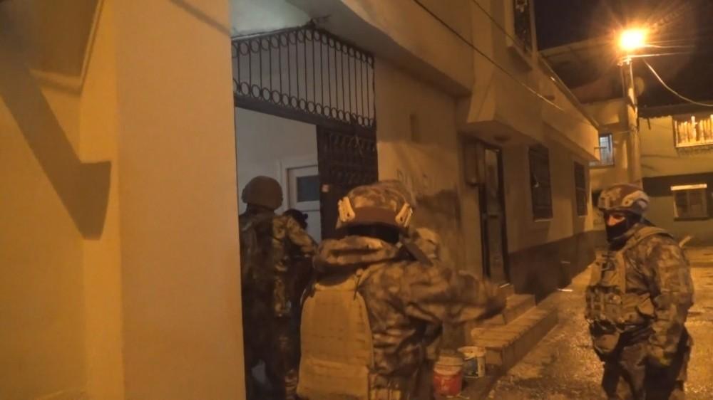 Adana'da torbacılara şafak operasyonu! Operasyonda 350 polis görev aldı