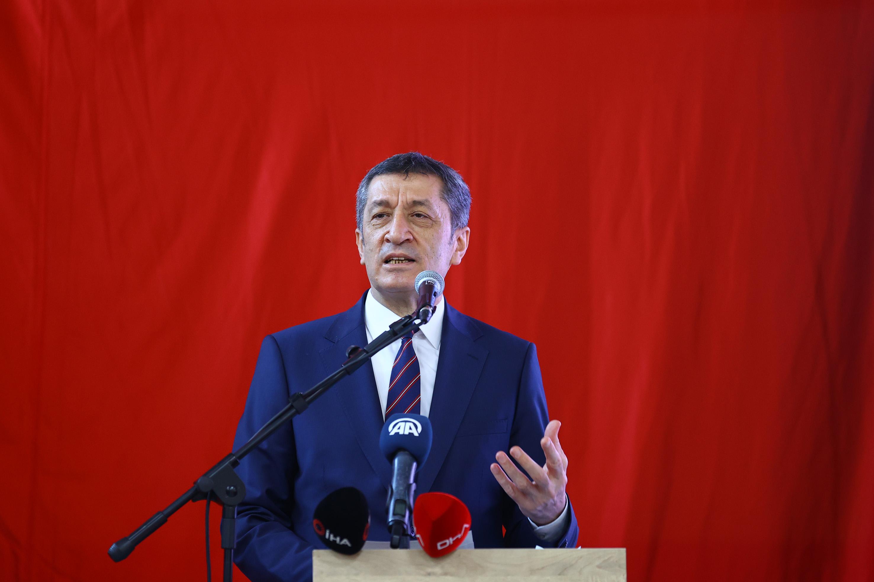 Milli Eğitim Bakanı Ziya Selçuk'tan yüz yüze eğitimdeki erteleme için özür mesajı!
