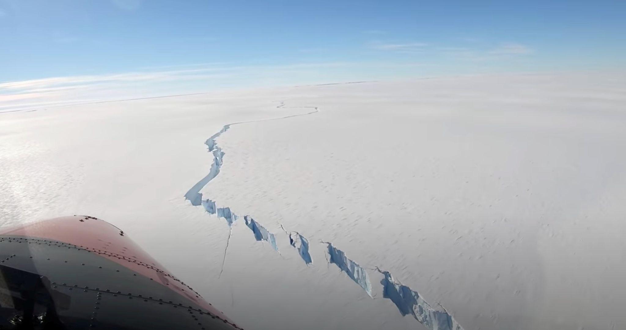 Antartika'nın batısında dev buz kütlesi koptu!