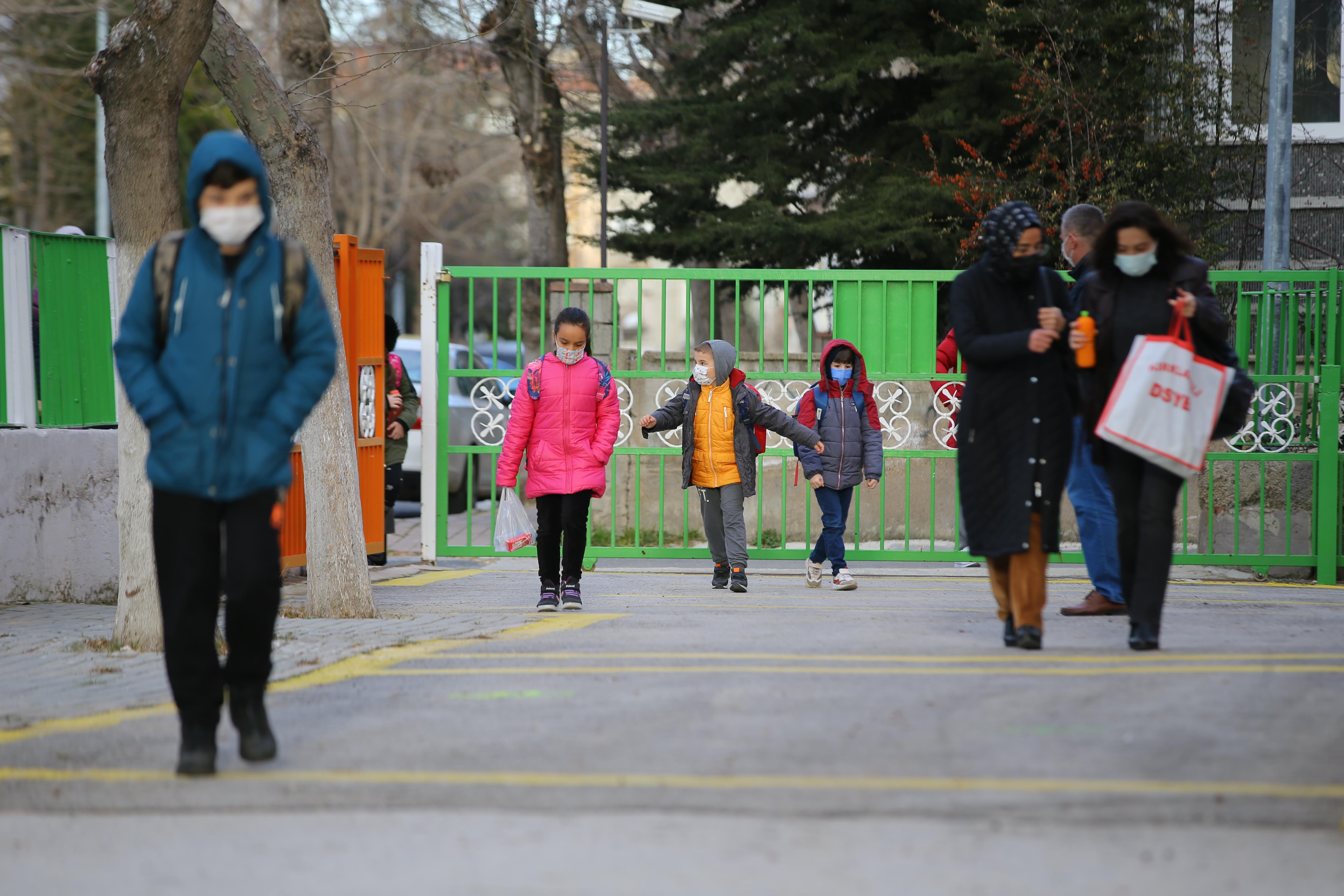 İstanbul, Ankara ve İzmir'de okullar açılıyor mu? Yüz yüze eğitim başladı mı?
