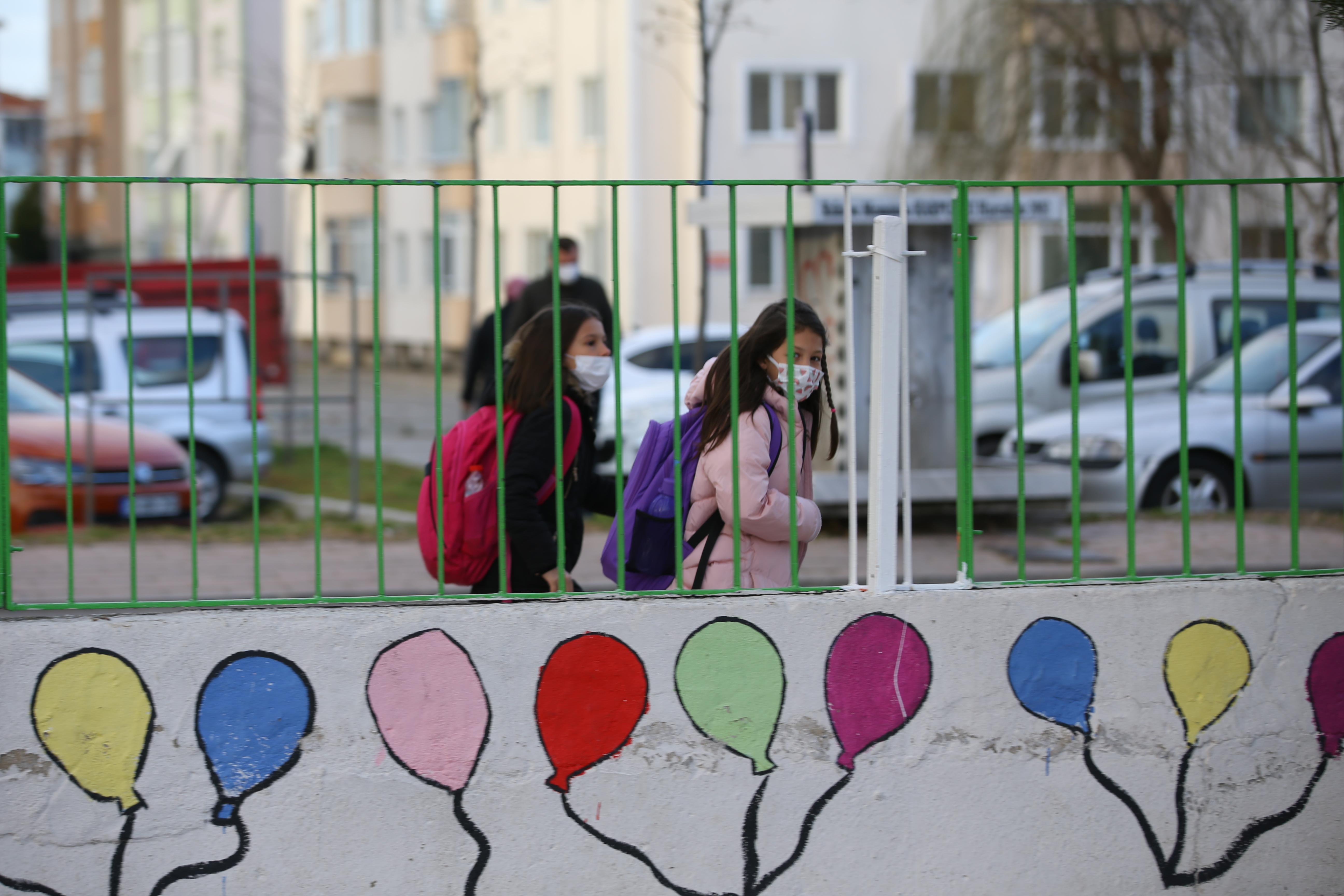 Düşük riskli iller arasındaki Van'da korona paniği! Okullar 10 gün tatil edildi