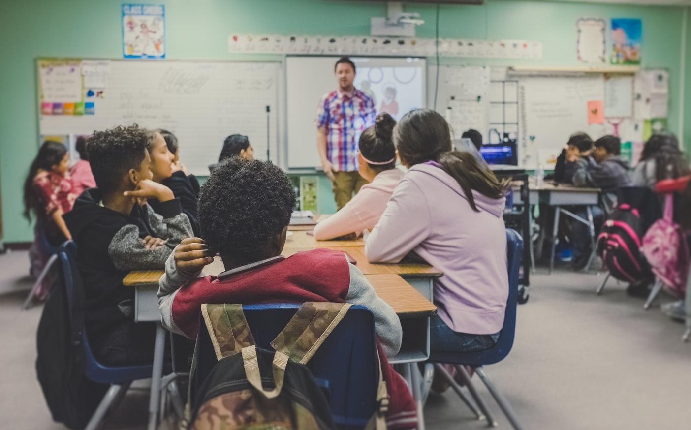 'Cinsel içerikli mesajlaşma' eğitimi, ortaokullarda zorunlu ders olacak