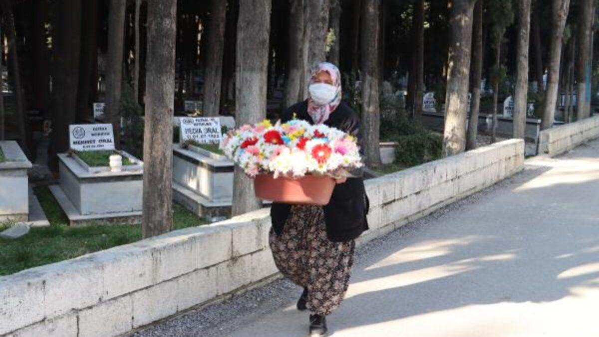 Helal olsun dedirten hikaye: Mezarlıkta çiçekçilik yapan Gülseren Bozkurt, kızını Oxfor'da okutuyor!