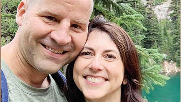 Jef Bezoss'un eski eşi MacKenzie Scott, fen bilgisi öğretmeniyle evlendi
