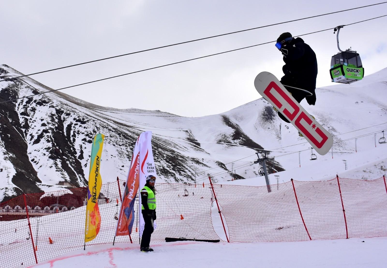Palandöken'de Freestyle Snowboard Şampiyonası'nda adrenalin tavan yaptı
