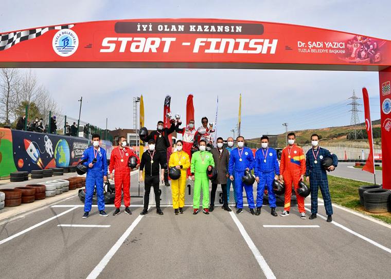 Tuzla'da ünlü radyocuların karting yarışı nefesleri kesti!