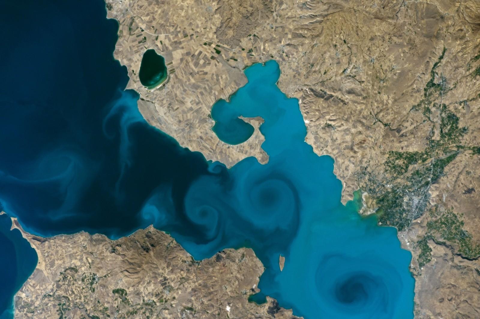 Van Gölü'nün uzaydan çekilen görseli fotoğraf yarışmasında finale yükseldi
