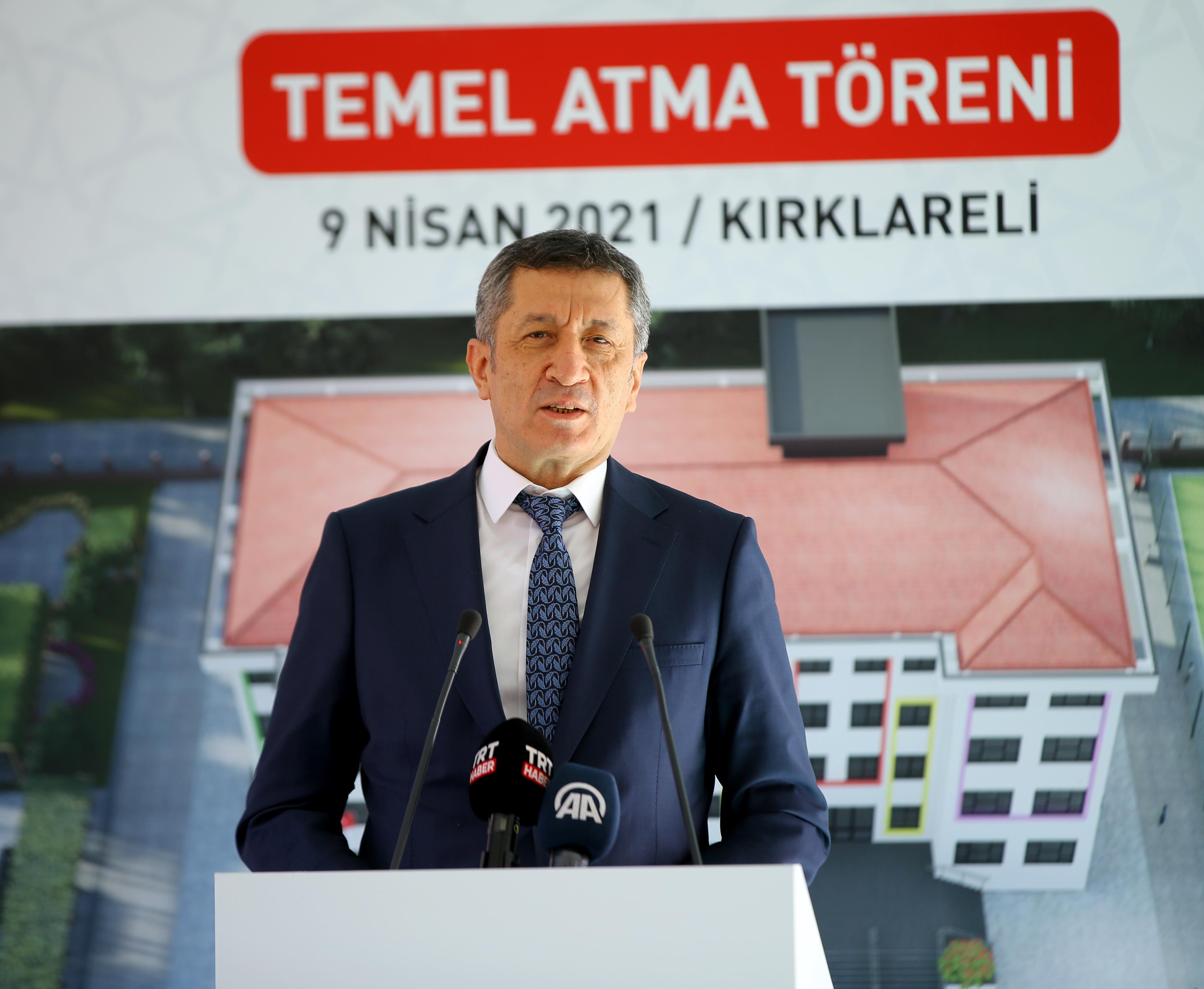 Milli Eğitim Bakanı Ziya Selçuk, o öğrencileri yere göğe sığdıramadı: Dünyada örneği yok!
