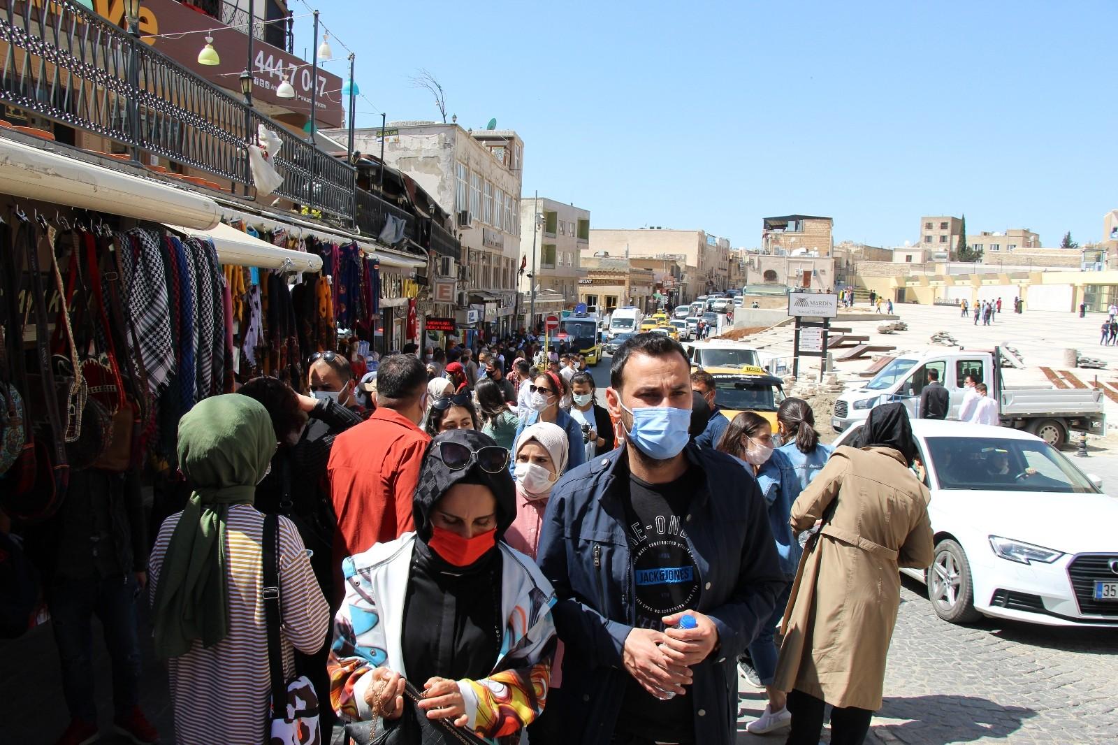 Mardin'in tarihi bölgelerinde turist kalabalığı