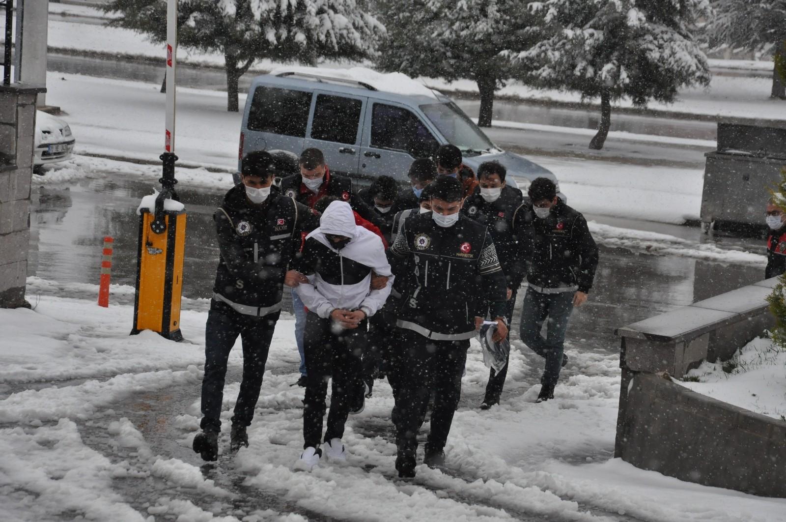 Karaman merkezli 5 ilde uyuşturucu operasyonu: 7 tutuklu