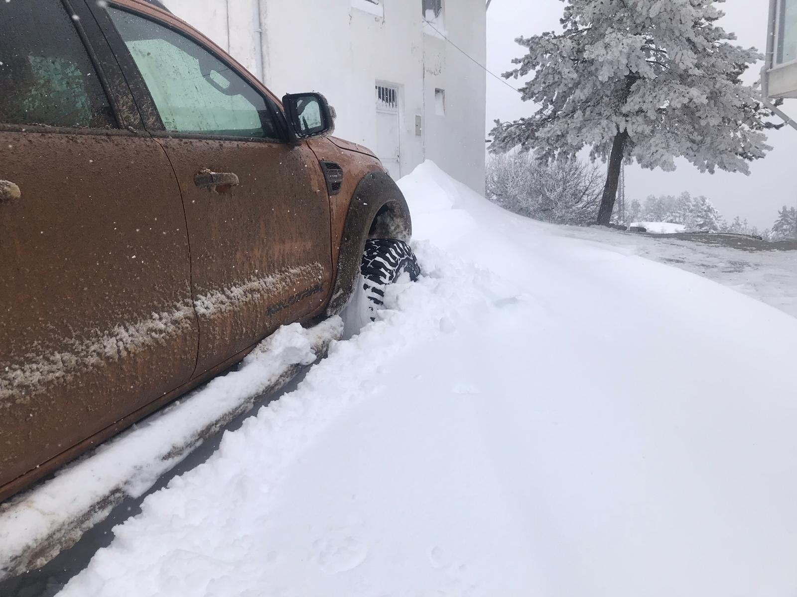Karabük'te kar kalınlığı 60 santimetreyi buldu: 38 köy yolu ulaşıma kapandı