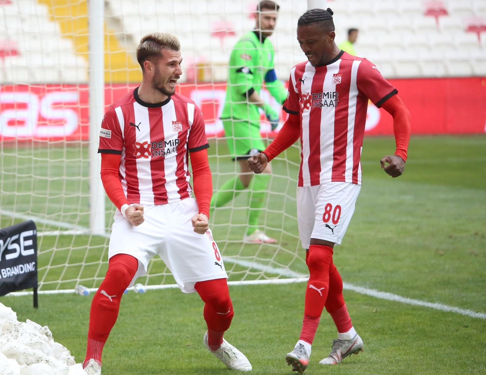 11 maçtır galibiyeti kimselere bırakmıyorlar! Sivasspor 11 maçtır yenilmiyor