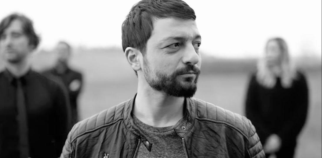 Mehmet Erdem'den şaşırtan hareket: Yolcu uçağını birbirine kattı!