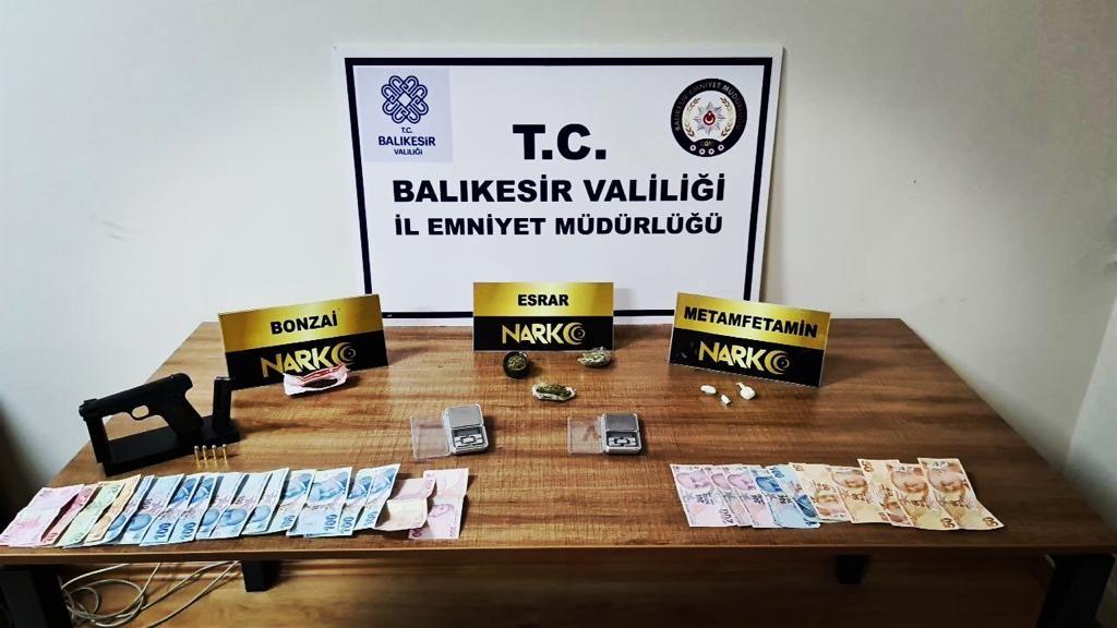 Balıkesir'de düzenlenen narkotik operasyonlarında son bir haftada 77 şüpheli gözaltına alındı