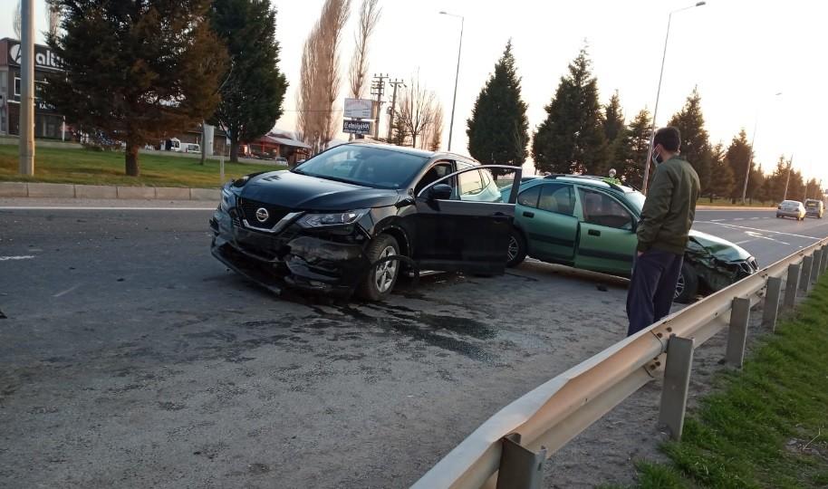 Kütahya'da meydana gelen trafik kazasında 3 kişi yaralandı
