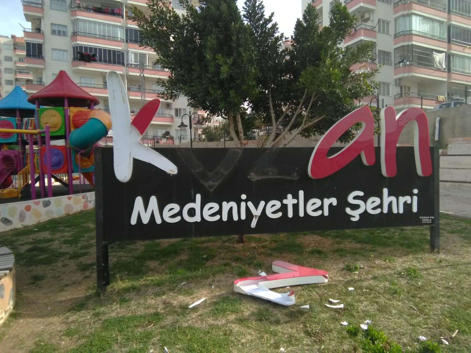 Magandalar parkları hedef aldı! Kozan'da parklara zarar verildi