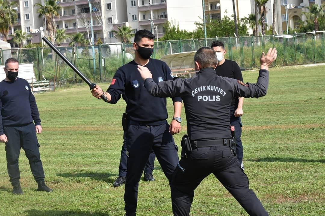Tarsus'ta zabıta ekiplerine savunma teknikleri öğretildi