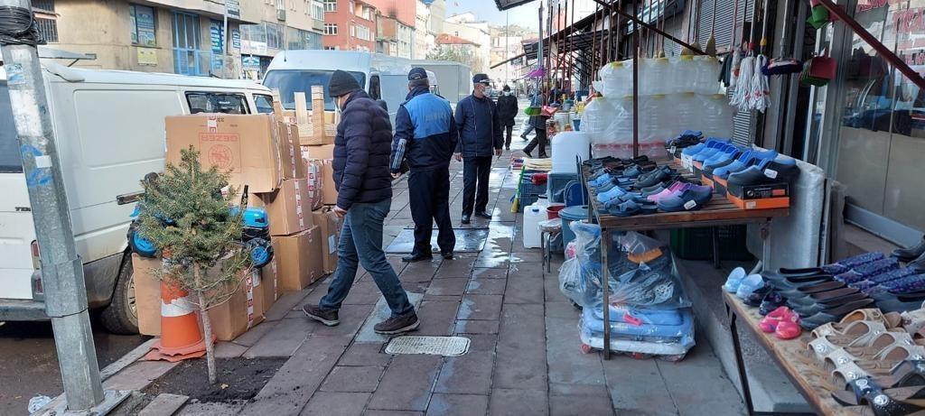 Kars'ta kaldırım işgaline belediyeden yasak geldi