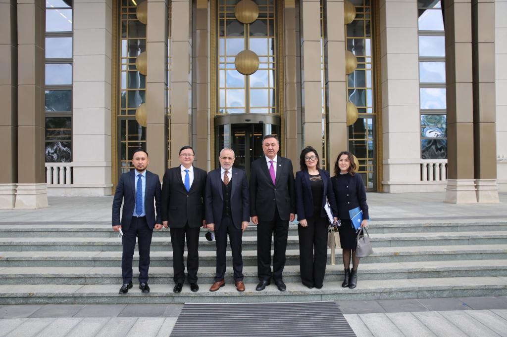 Cumhurbaşkanı Başdanışmanı, Kırgız Bakan'ı ağırladı, Kültürel ilişkiler değerlendirildi