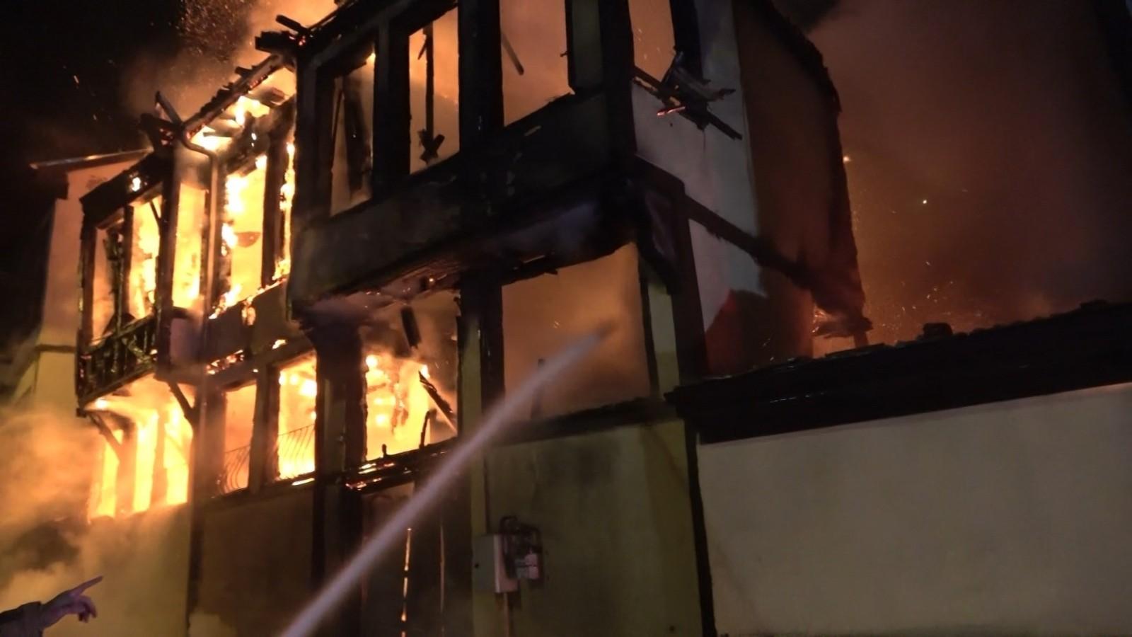 Bursa'da şüpheli yangınlar! Tarihi konaklar yanıyor