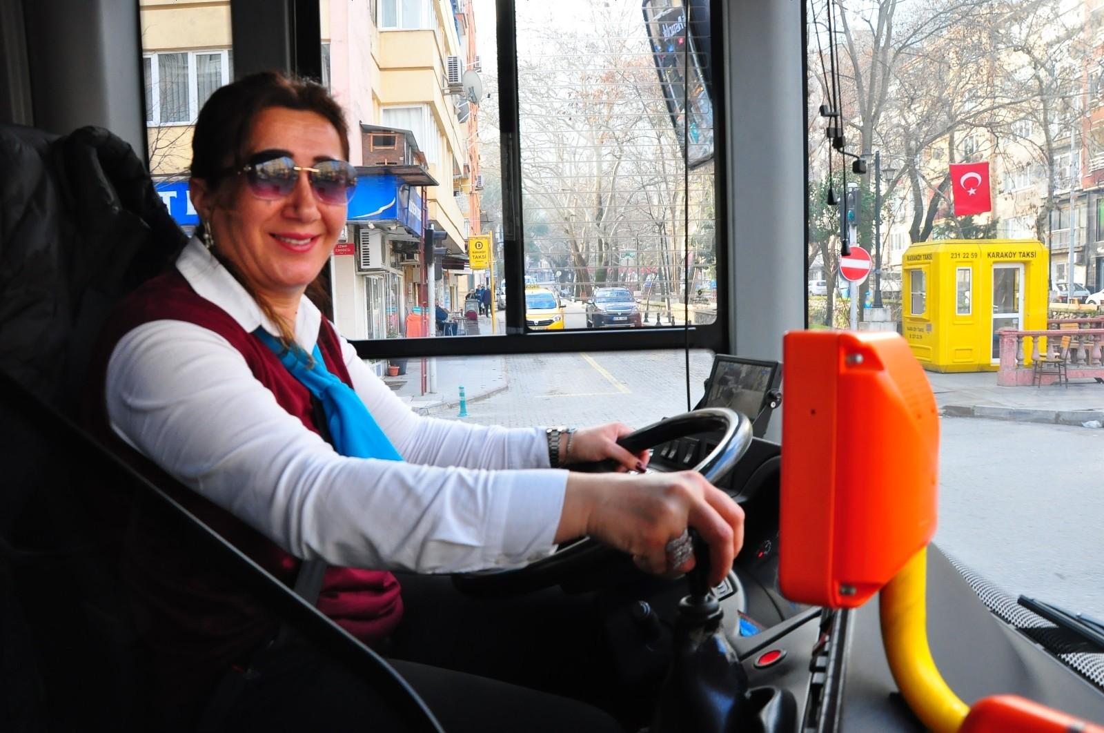 Telefona bakarken kaza yapan toplu taşıma şoförü Fatma Güngör işten atıldı