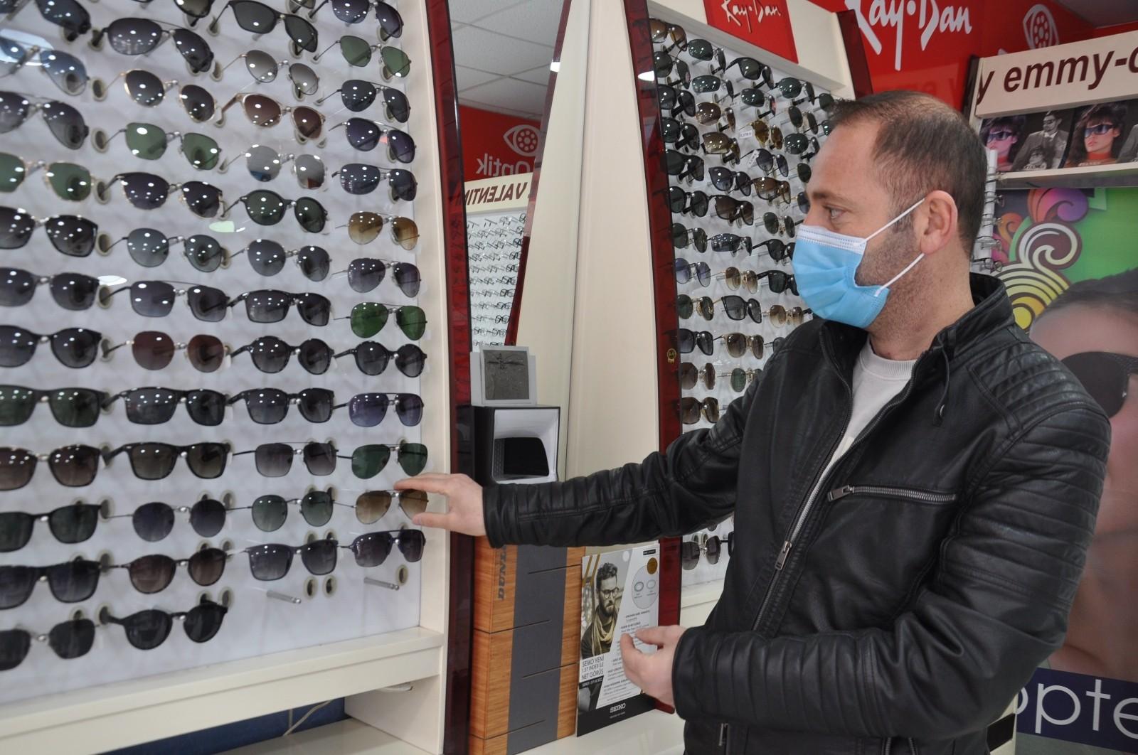 Sahte gözlük alanlar dikkat! Göz sağlığınız tehdit altında olabilir