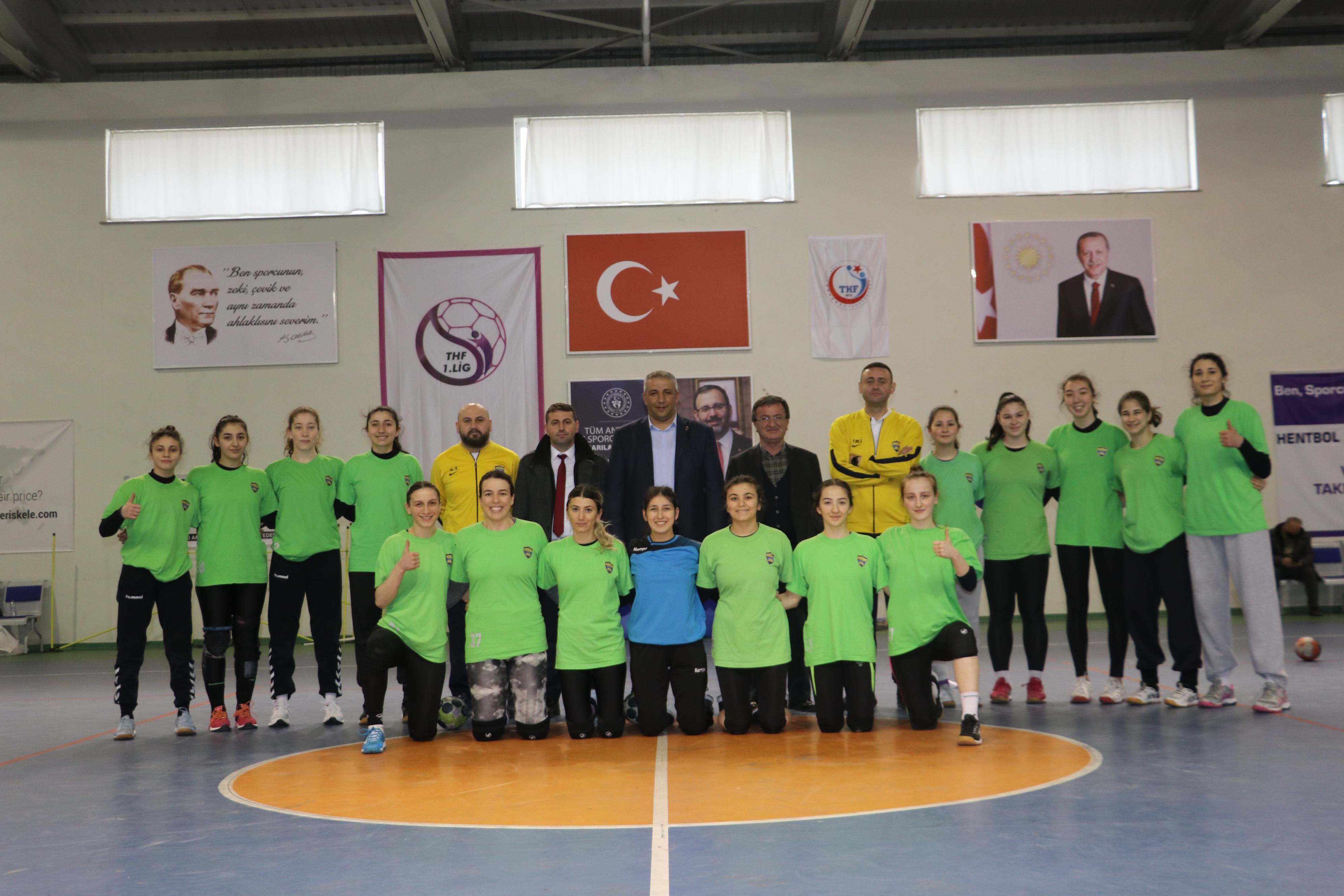 Azmeden gençlerin büyük başarısı! Küçük bir ilçede kurulan hentbol takımını Süper Lig'e taşıdılar
